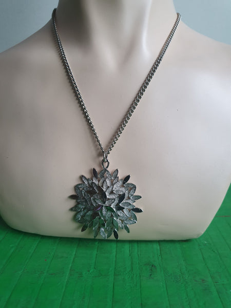 1960s SILVER SNOWFLAKE PENDANT NECKLACE