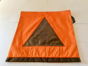 A pretty travel and storage pouch for shoes with a triangular transparent window!