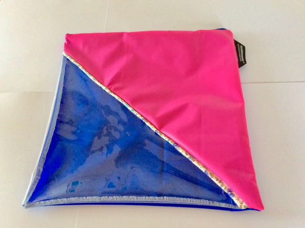 Shoe bag with a diagonal window