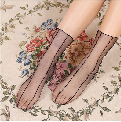 Summer Sexy Retro Lace Floral Mesh Women Girl Socks Elastic Fashion Lady Soft Short Socks Female Crystal Silk Ultrathin sock