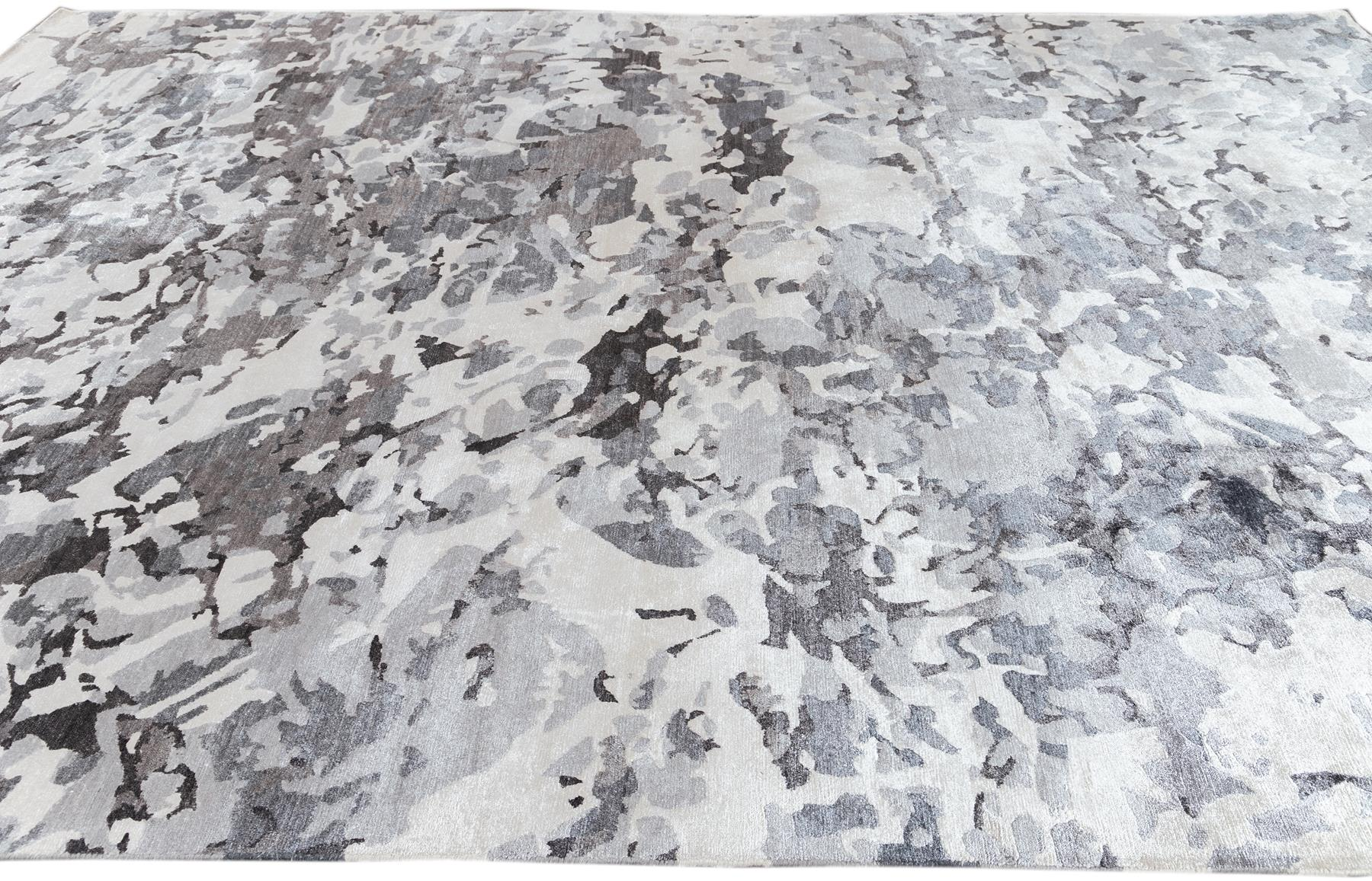 Contemporary Abstract Grey Silk Area Rug, 10x14