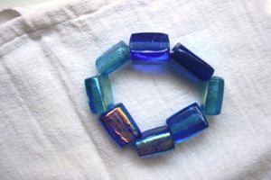 Handmade bracelet with blue gilded glass beads of three different shades. Elastic thread.