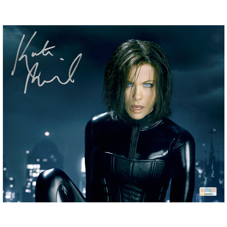 Kate Beckinsale Autographed Underworld Awakening Skyline 8×10 Photo