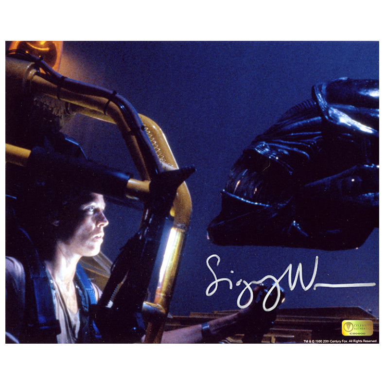 Sigourney Weaver Autographed Aliens Face Off 8x10 Photo