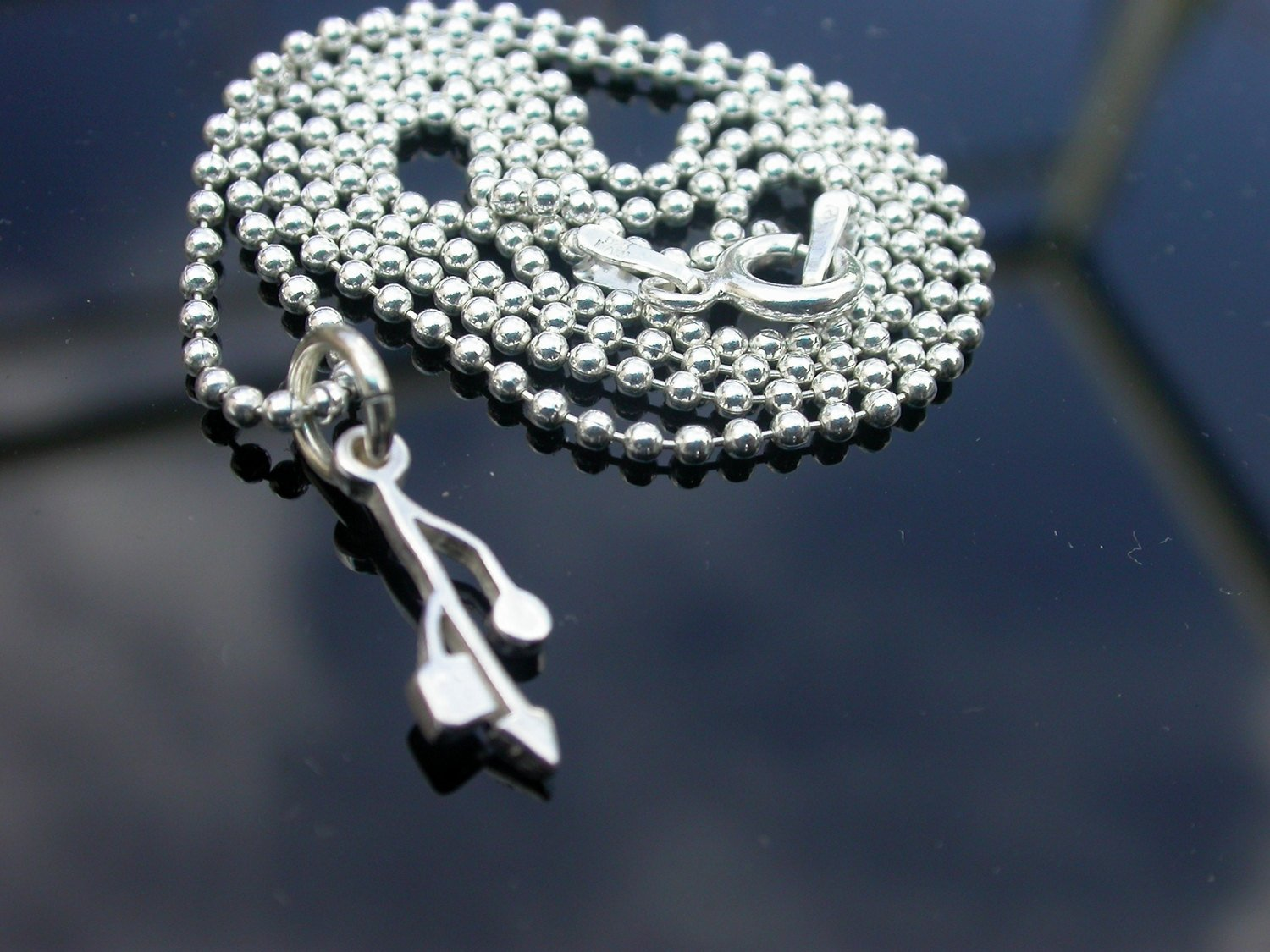 USB-Dainty-Silver-Necklace