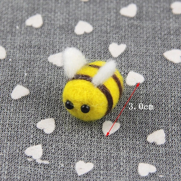 12 Bumble Bee Cupcake Toppers / Cake Toppers