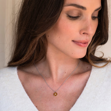TI SENTO - Milano Necklace 3953ZY in use