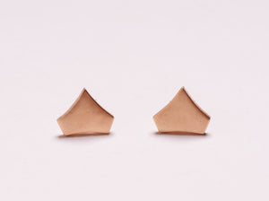 SHIELD STUD EARRING IN 14 KARAT YELLOW GOLD
