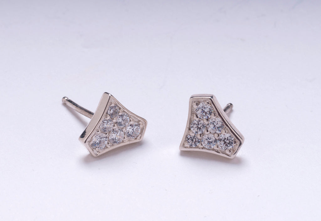 DIAMOND SHIELD STUDS WHITE GOLD