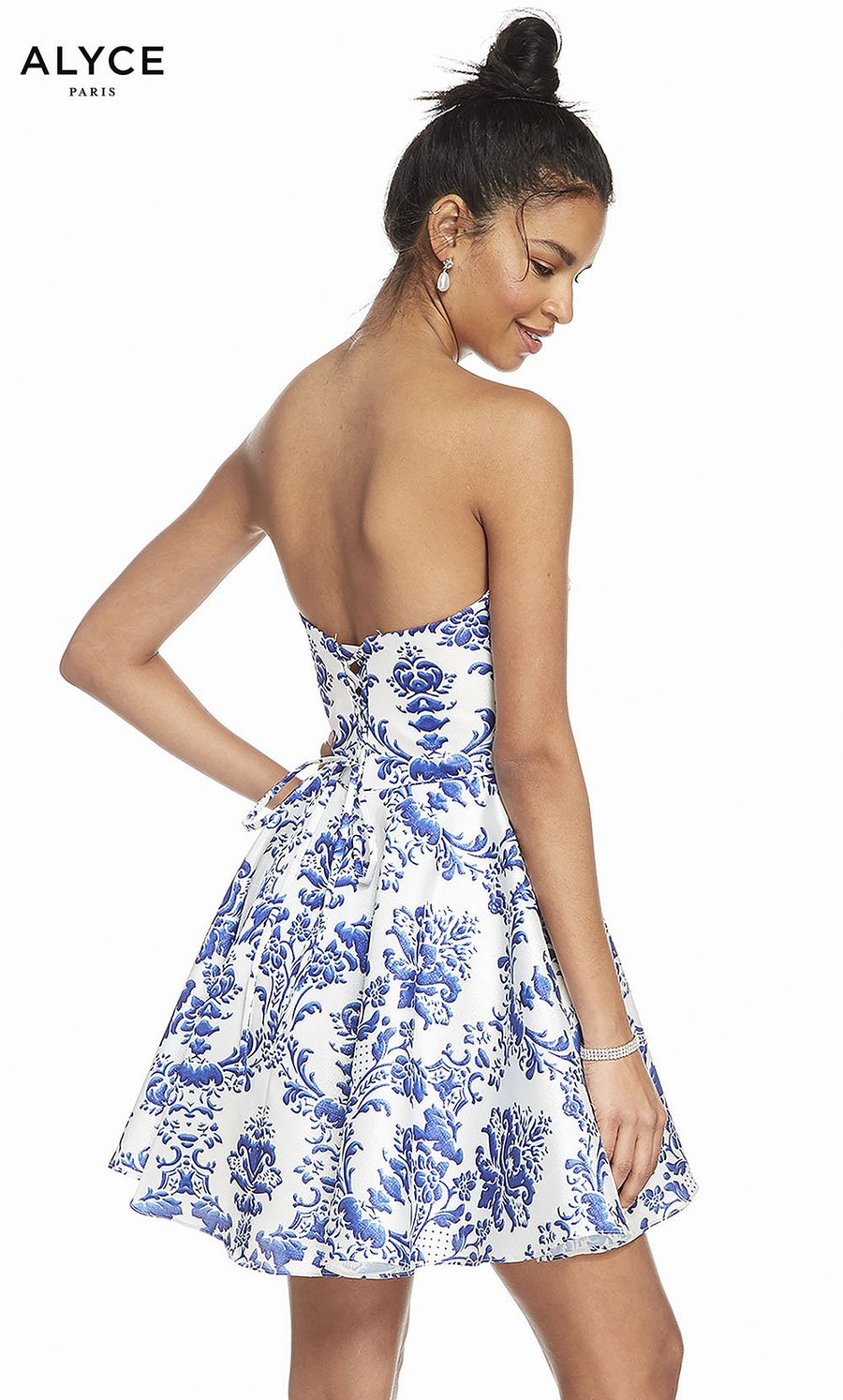 Alyce Paris 3905 prom dress images.  Alyce Paris 3905 is available in these colors: Blue Wht.
