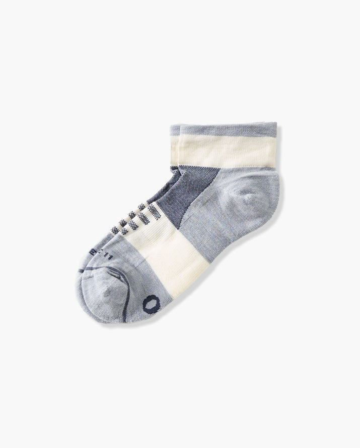 mens quarter sock in grey with ivory laid flat
