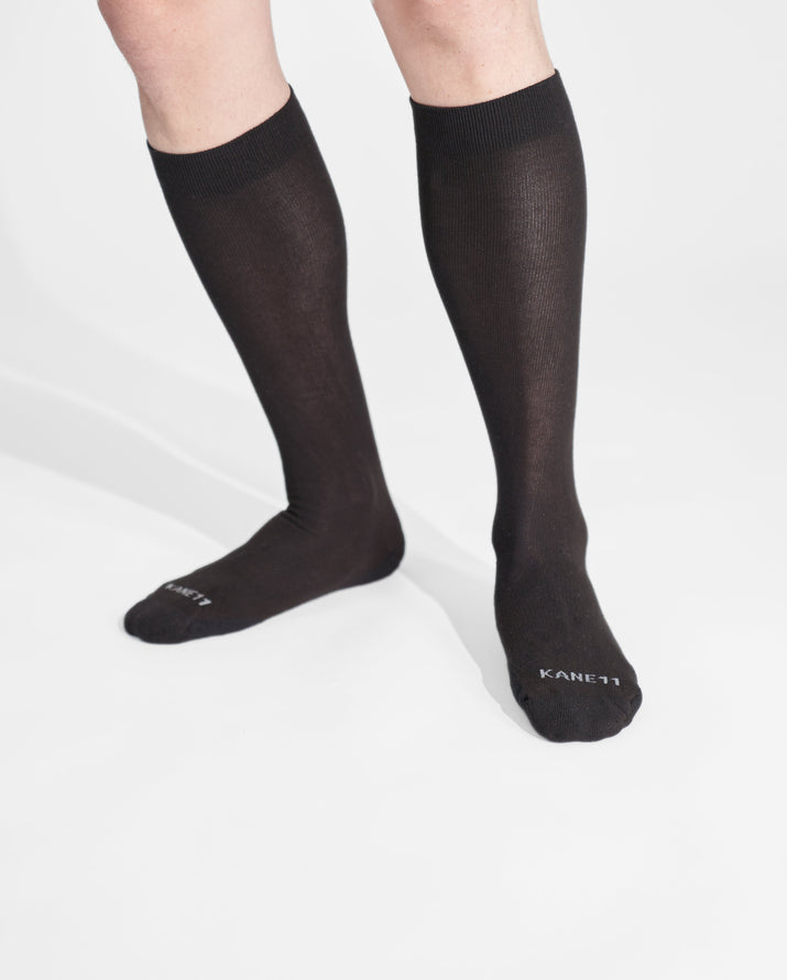 mens knee high sock in black on feet