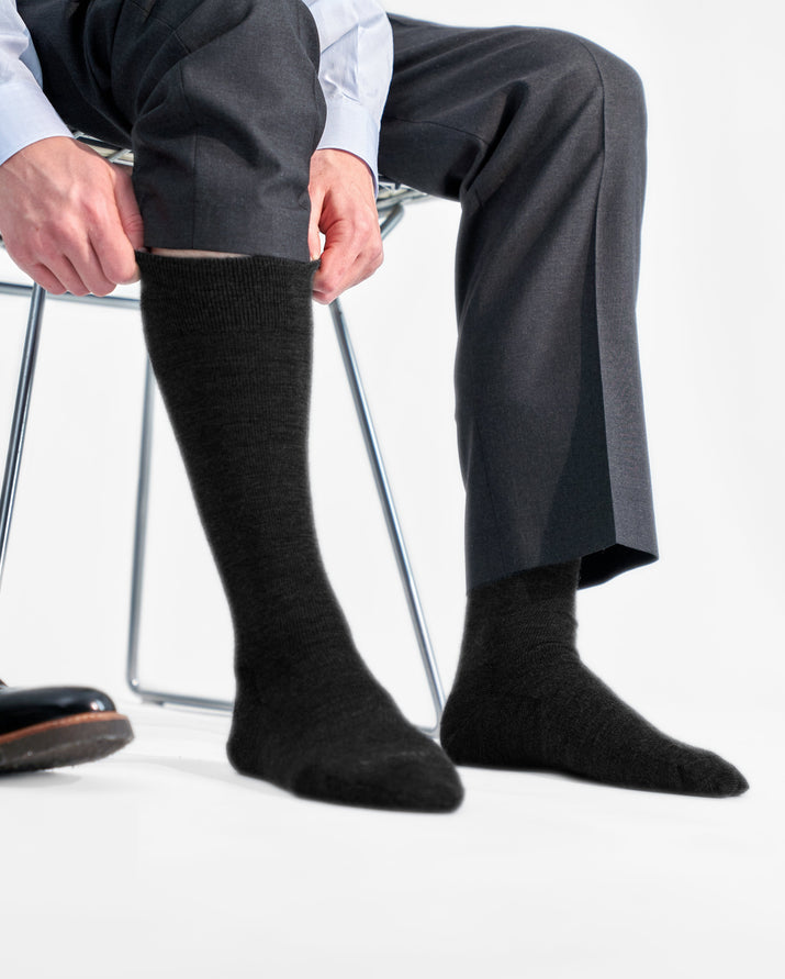 mens knee high sock in black style