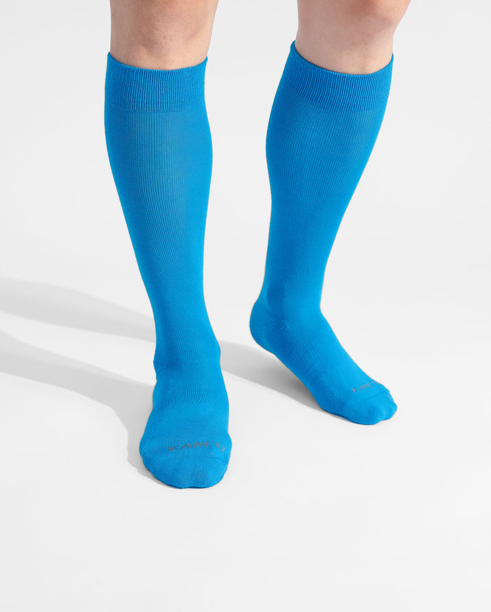 mens knee high sock in sky blue on feet