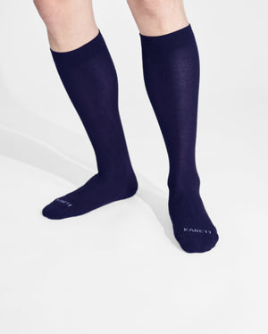 mens knee high sock in navy on feet
