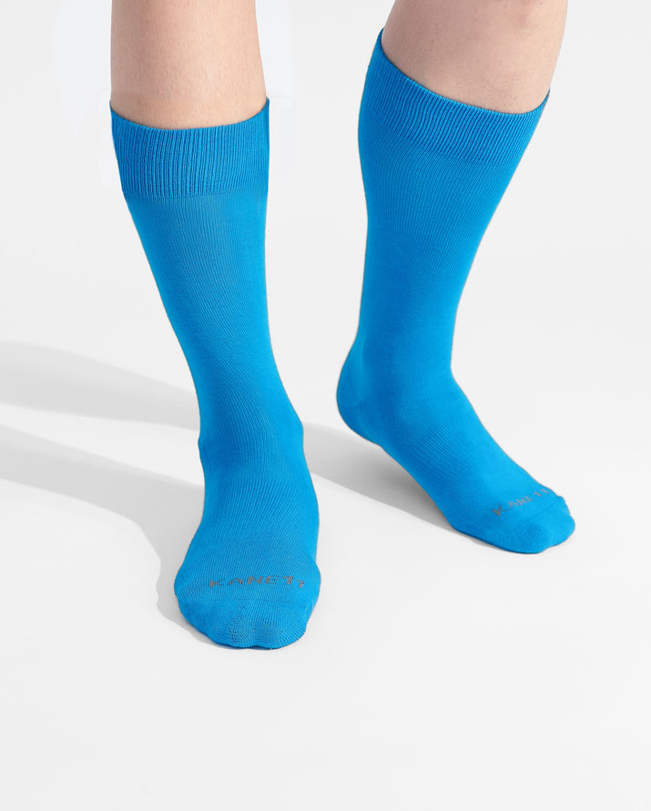 mens crew sock in sky blue on feet