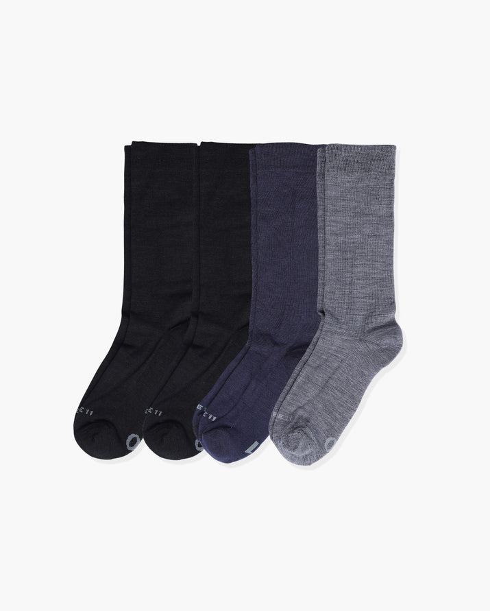 mens crew sock in a 4 pack. 2 black, 1 navy 1 heather grey.