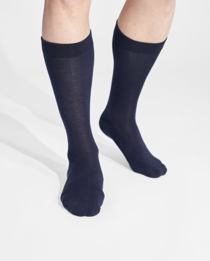 mens crew sock in navy on feet