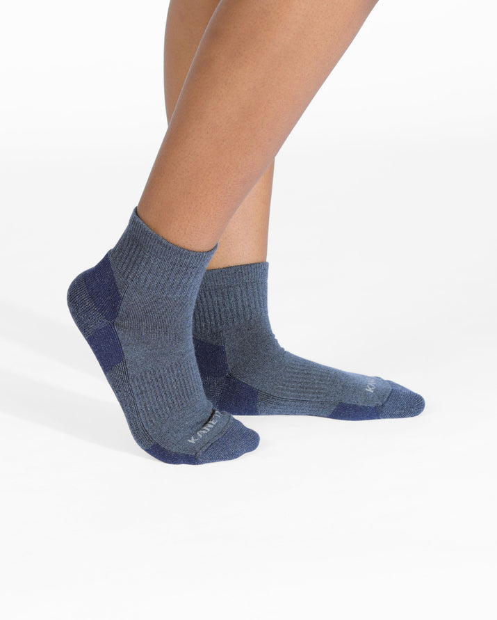 mens quarter sock in heather blue on feet