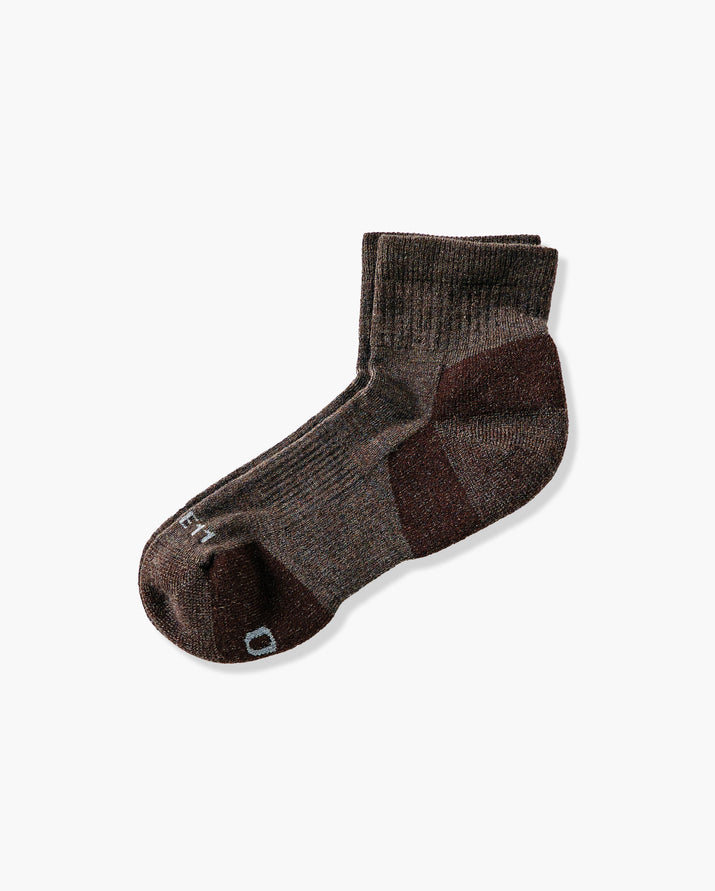 mens quarter sock in heather brown laid flat
