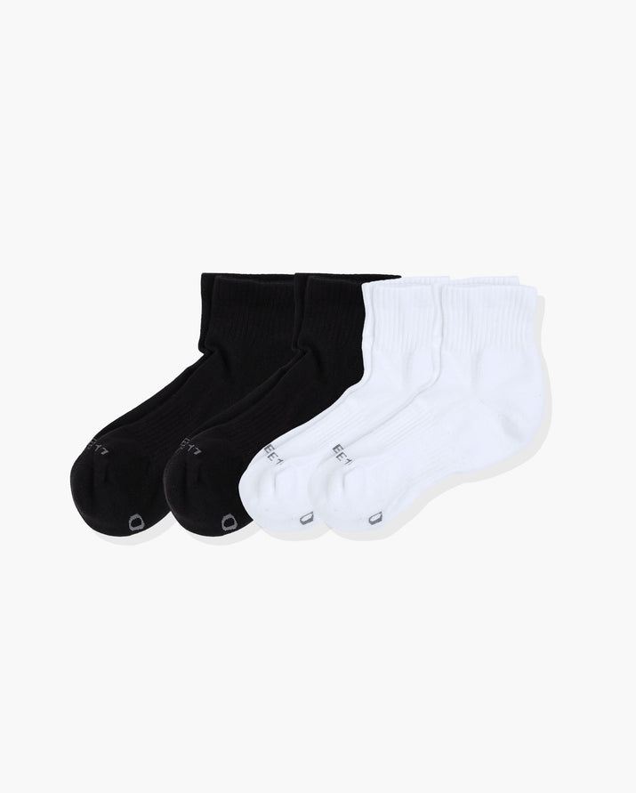 mens quarter sock in a 4 pack. Two pairs of white two pairs of black