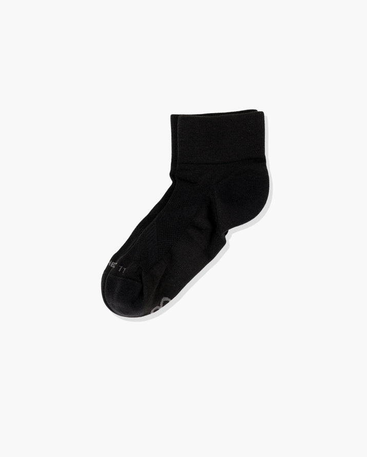 Womens quarter sock in black laid flat