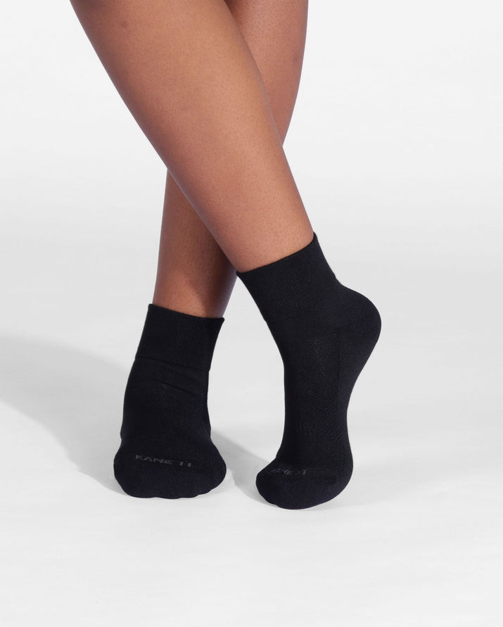 Womens quarter sock in black, lifestyle