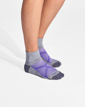 womens quarter sock in heather grey with purple on feet