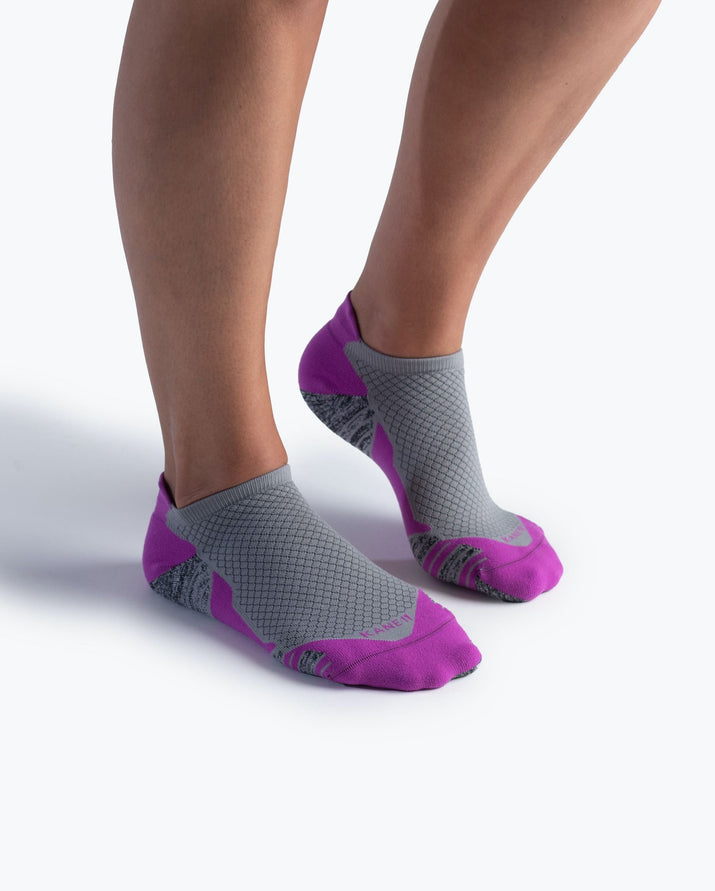 womens ankle sock in orchid with grey on feet