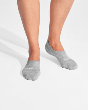 womens no-shows sock in heather grey on feet