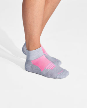 womens quarter sock in grey with pink on feet