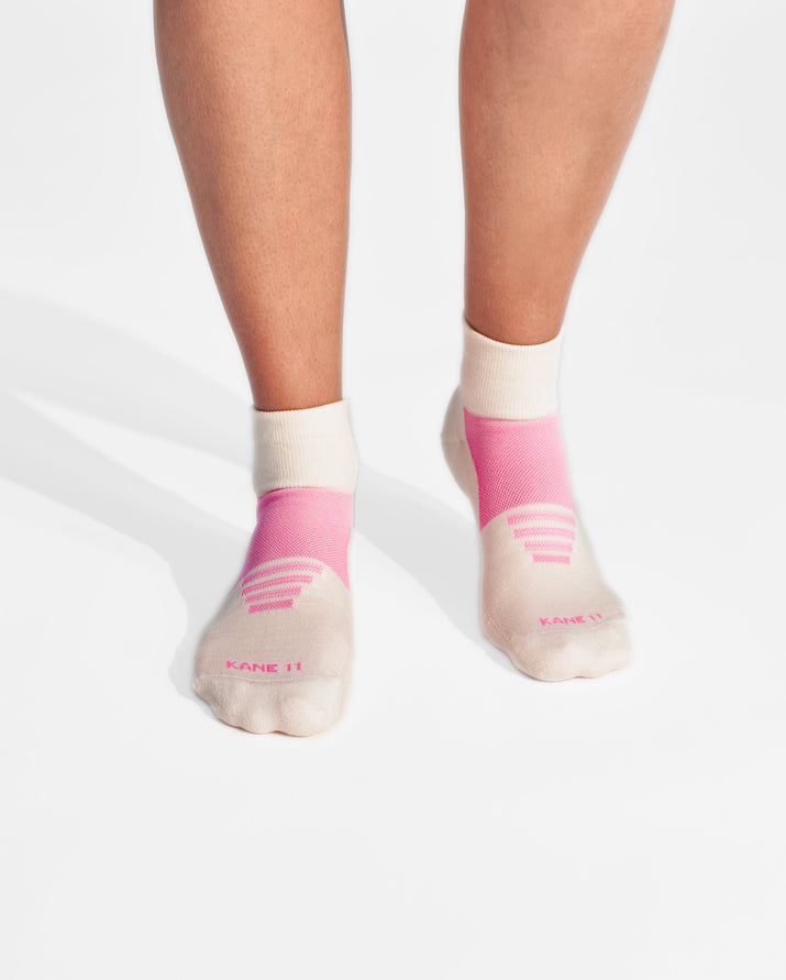 womens quarter sock in ivory with pink on feet