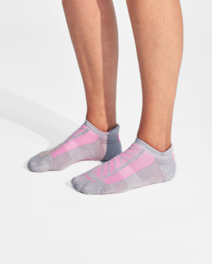 womens ankle sock in grey with pink on feet