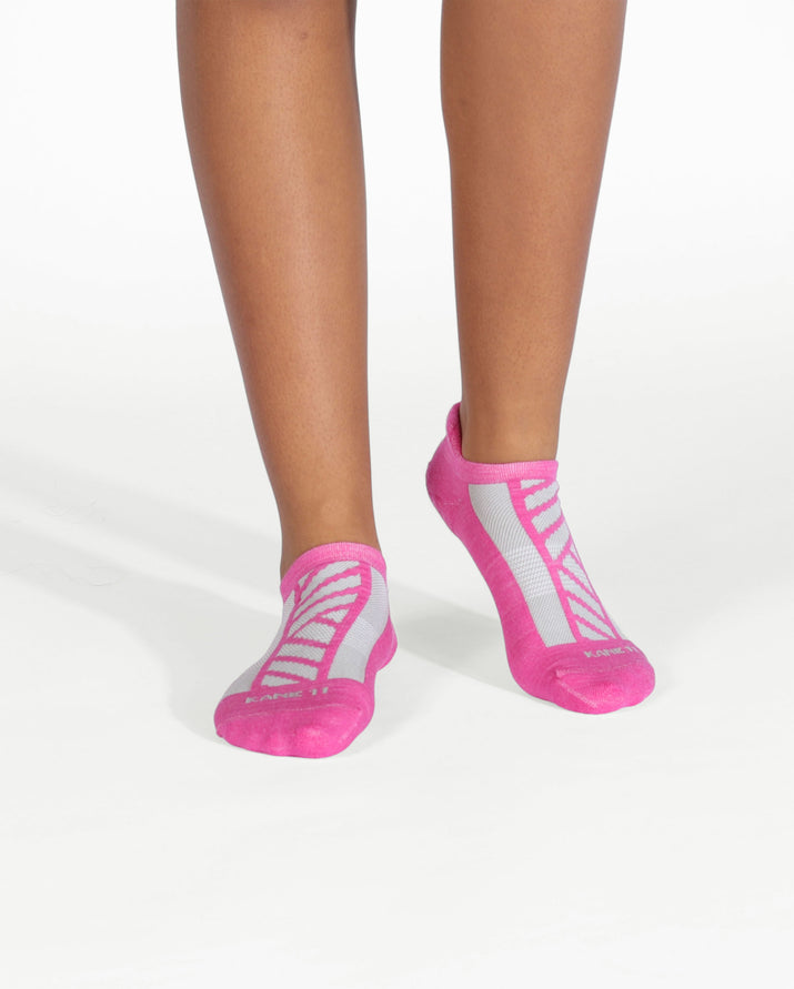 Womens ankle sock in orchid on feet