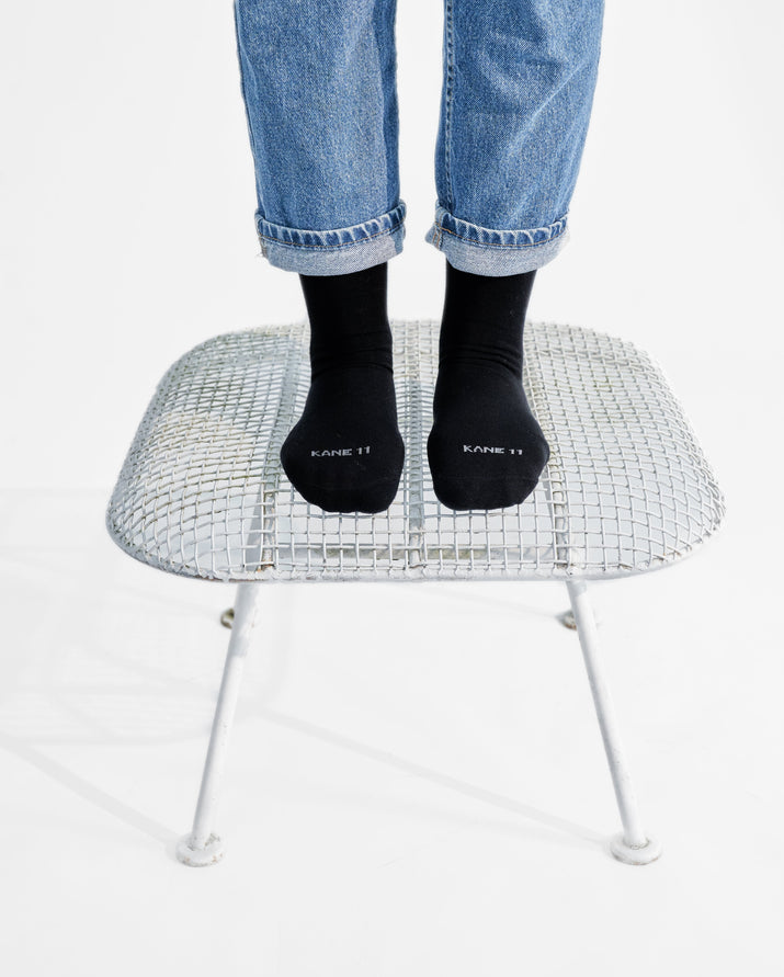 womens crew sock in black style