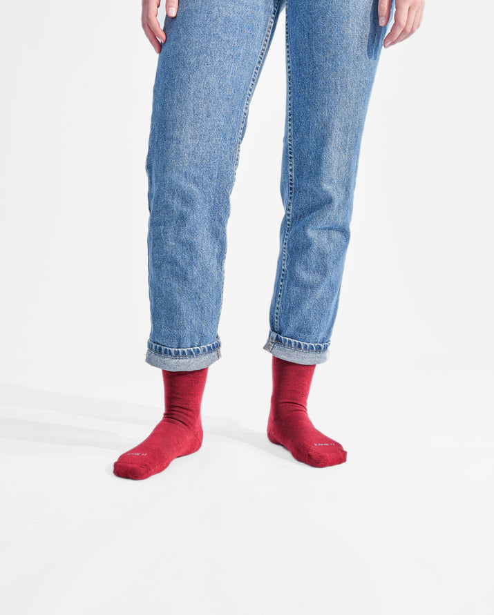 womens crew sock in dark red style
