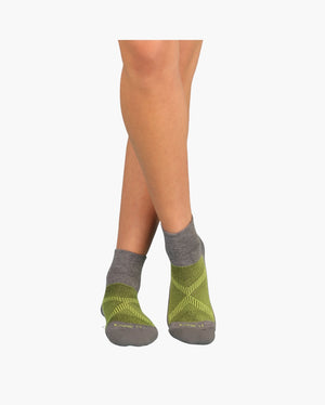 womens quarter sock in heather grey with lime on feet