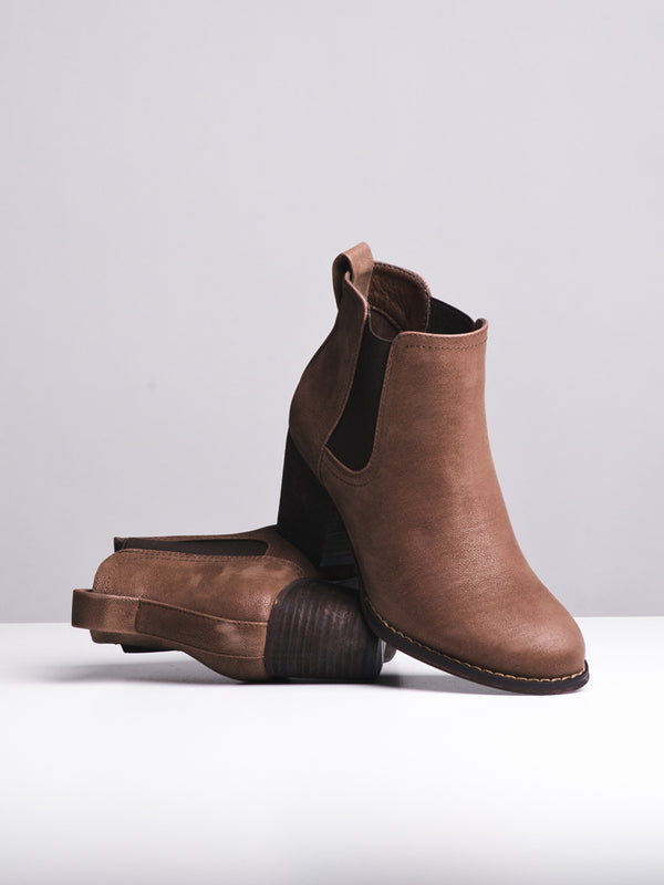 WOMENS ARIA BROWN BOOTS