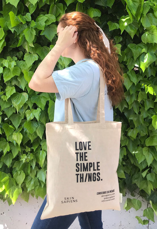 Skin Sapiens tote bag, Love the simple things. 100% recycled cotton bag. Sustainable lifestyle, eco-friendly packaging, Natural origin and vegan.