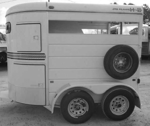 Rounded horse trailer