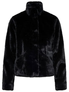 Côt ffyr ddu | Black fur coat