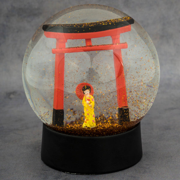 Japanese girl snow globe snekugle