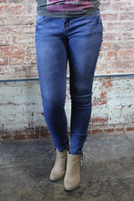 Load image into Gallery viewer, Denim Couture Classic Skinny Jeans Medium Wash