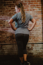 Load image into Gallery viewer, Vivilish Active Mid Calf Leggings Charcoal