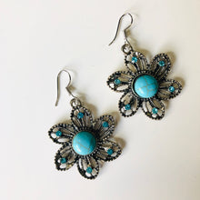 Load image into Gallery viewer, Jewel Flowers Earrings