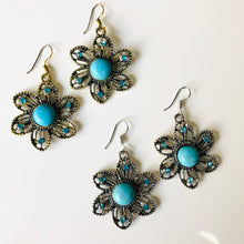 Load image into Gallery viewer, Free Culture Jewel Flowers Earrings