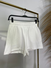 Laden Sie das Bild in den Galerie-Viewer, Gina Tricot Shorts 7010-12048