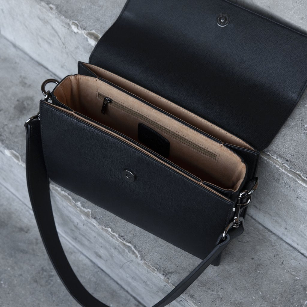 Hamilton Shoulder Bag with Signet in Black