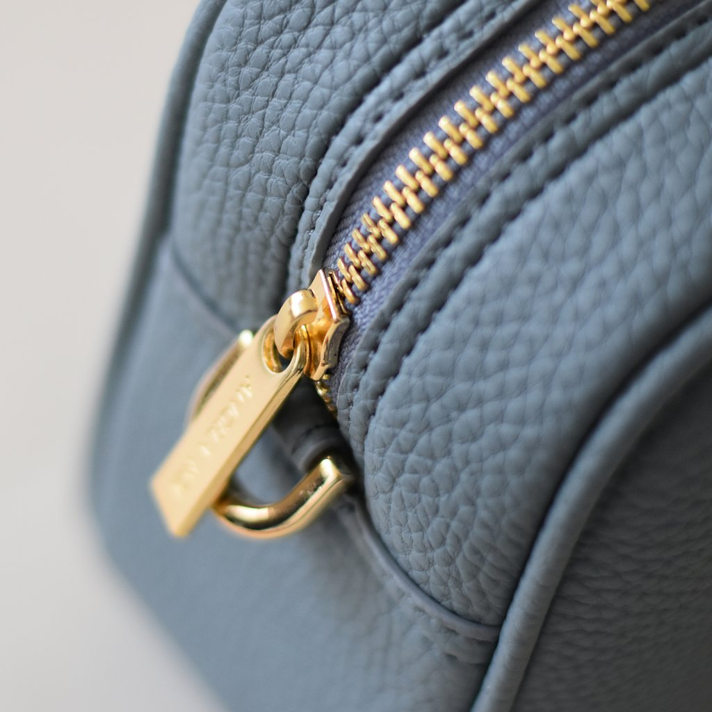 Angela Roi Vegan Barton Mini in Nude Blue, zipper detail