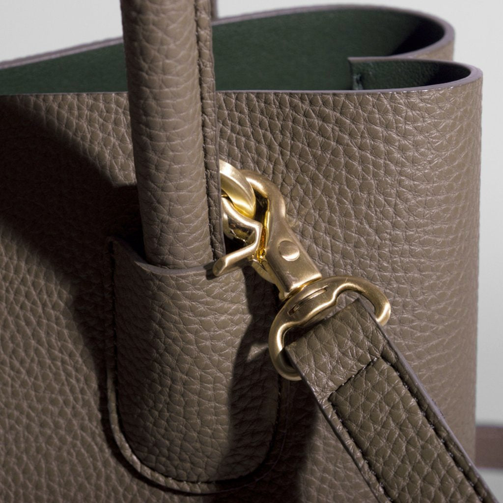 Angela Roi Vegan Cher Tote in Ash Brown, hardware close up